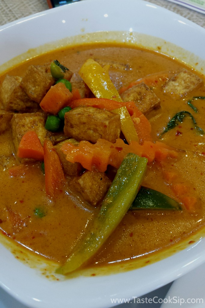 Panang Curry, Tofu. Ordered spicy. Spicy heat was felt throughout this dish.